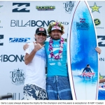 2011 surf trophy Pipe Master Champion Kieren Perrow with Gerry Lopez