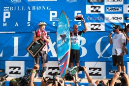 Kelly Slater and john john pipe masters champion trophy 2013