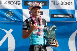 Kelly Slater pipe masters champion trophy 2013